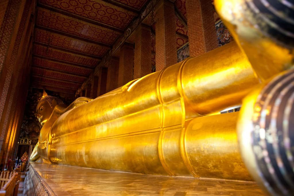 wat pho lying buddha in bangkok
