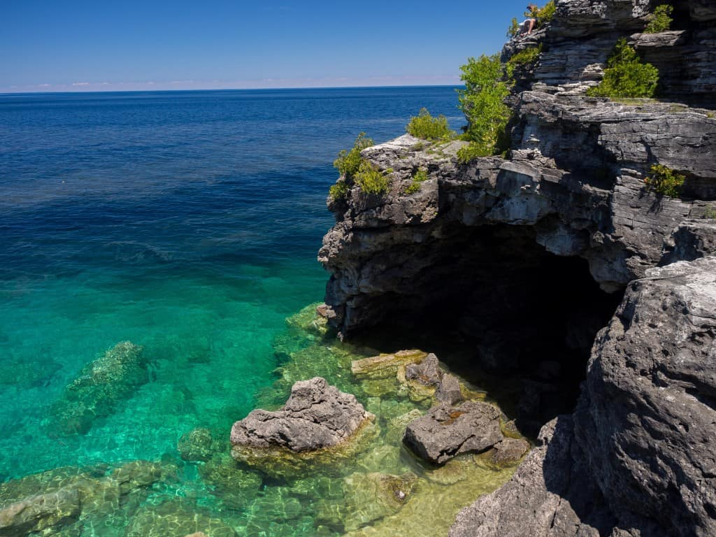view of the grotto at bruce peninsula national park in weekend trip to tobermory