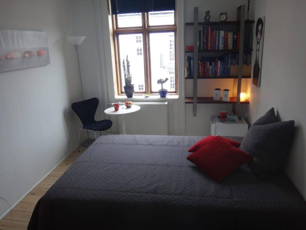 copenhagen lovely room airbnb bedroom
