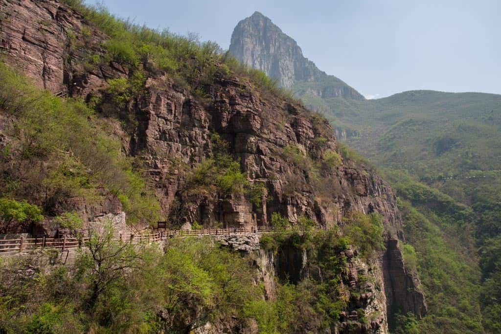 Yuntai Mountain Red Stone Gorge Descent Path