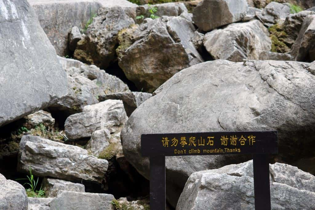 Chinese sign don't climb mountain thanks