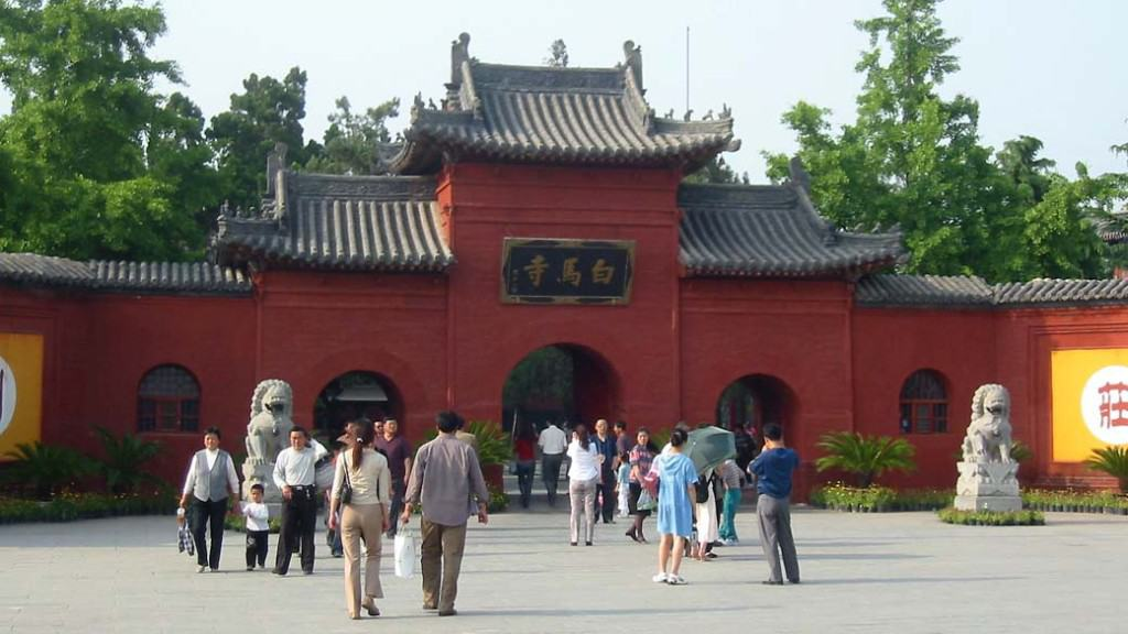 Entrance gate to White Horse Temple. Credit: Wikipedia