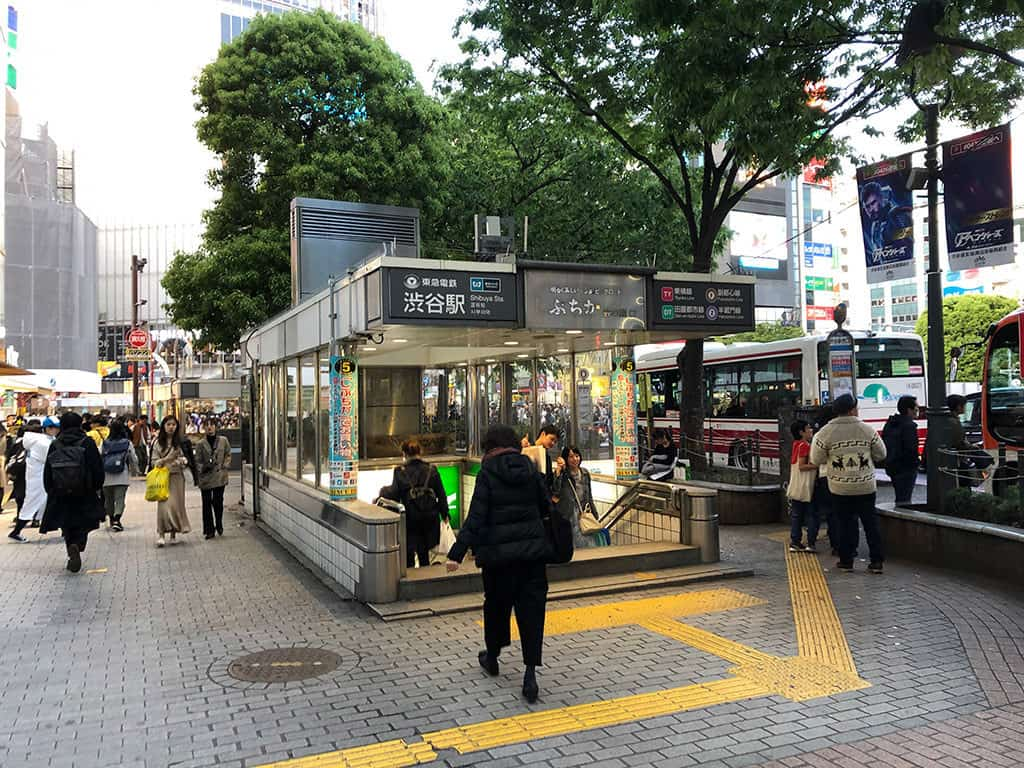 tokyo metro subway entrance how to get around