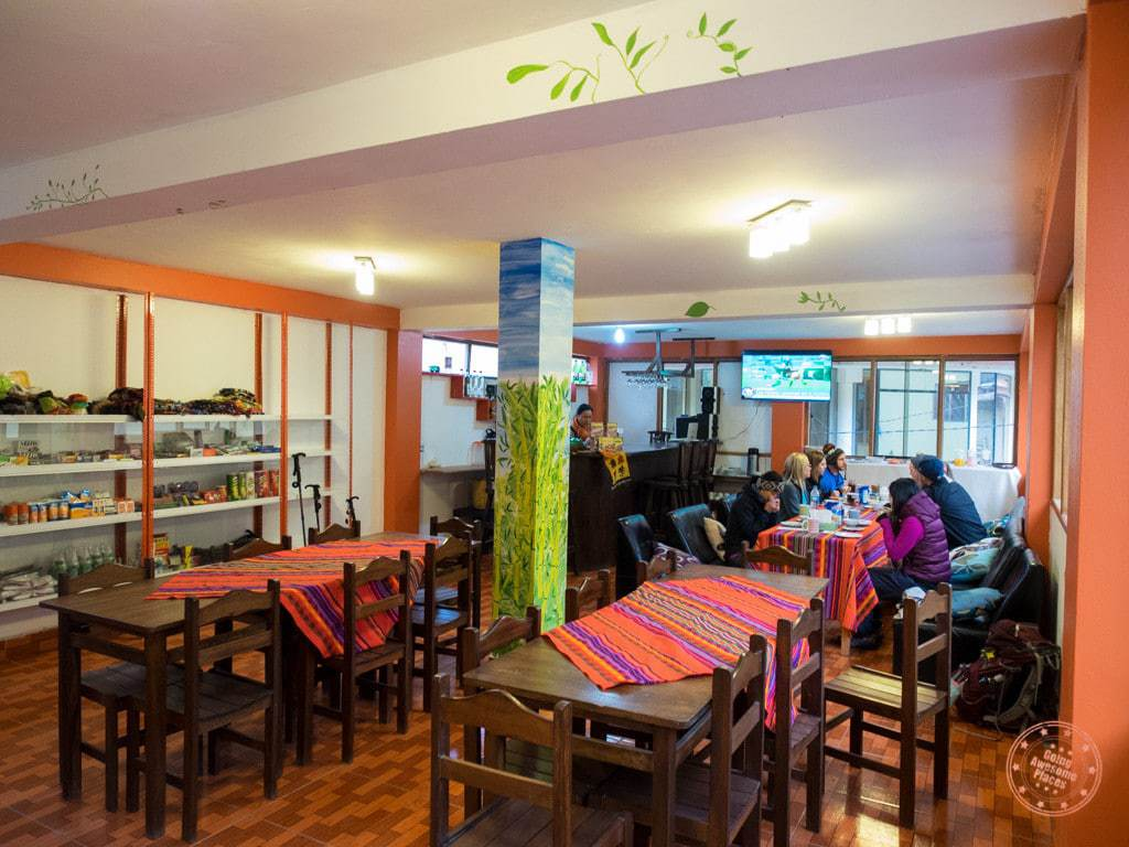 Morning breakfast stop in Ollantaytambo.