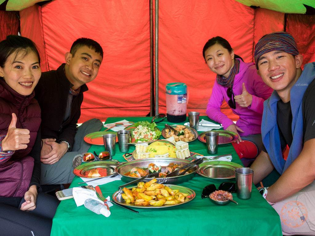 eating lunch with alpaca expeditions along inca trail machu picchu hiking