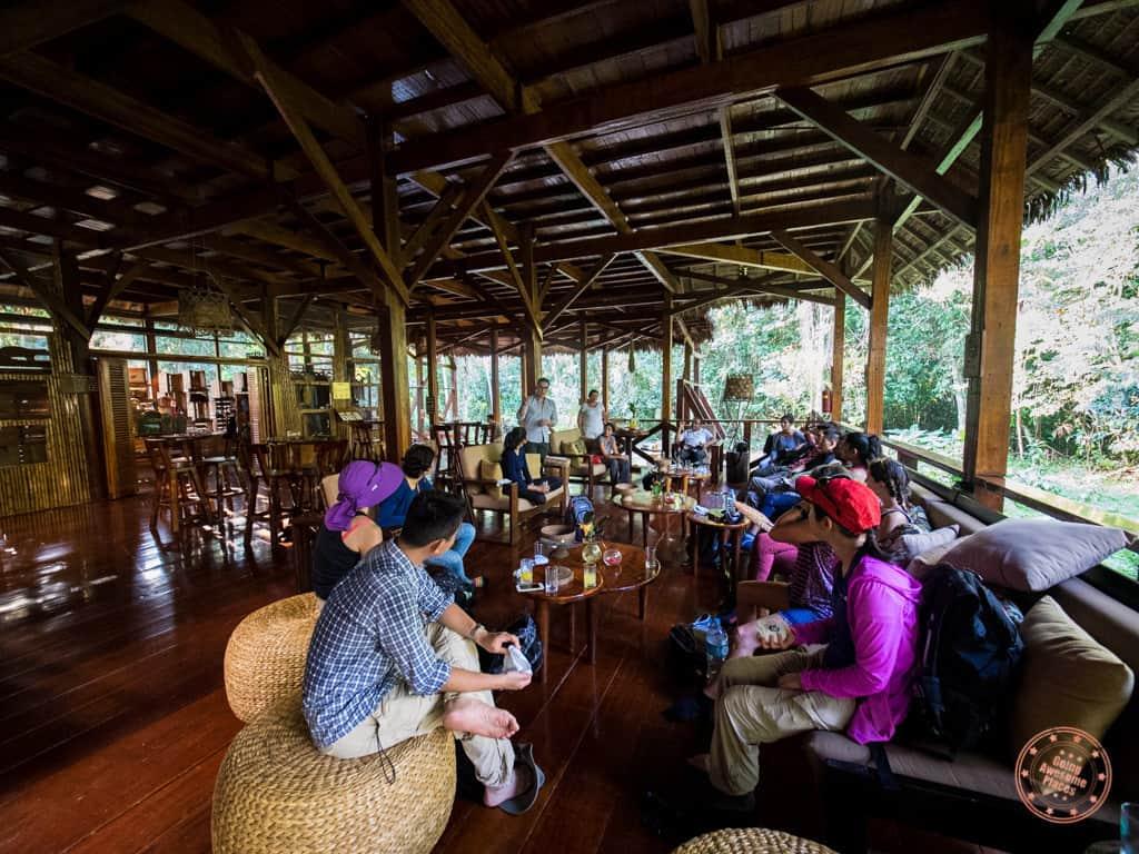 refugio amazonas review - open concept lounge
