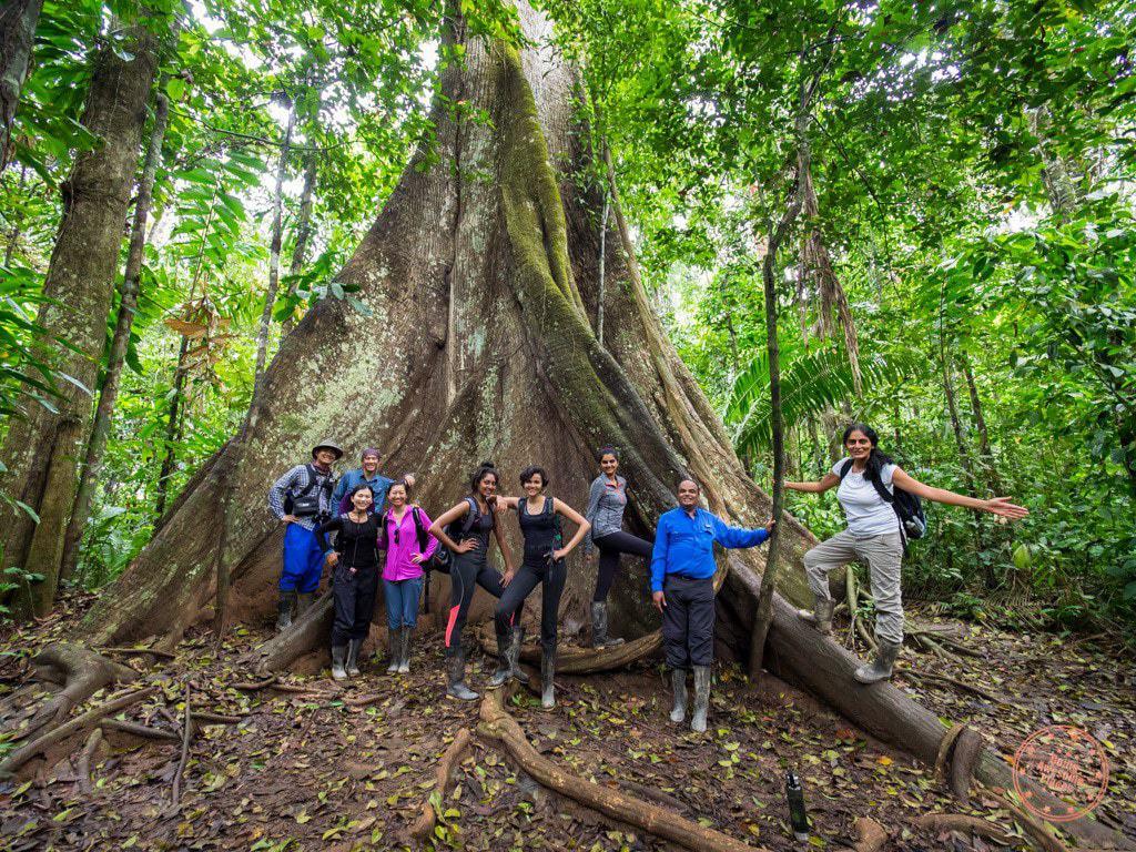 excursion group at fefugio amazonas