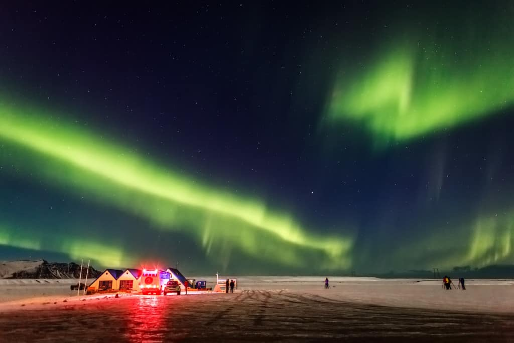 watching the northern lights at night in iceland itinerary
