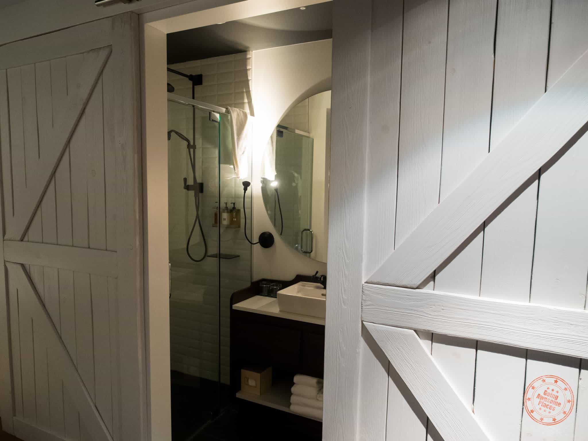 Le Germain Hotel Charlevoix Family Room Bathroom