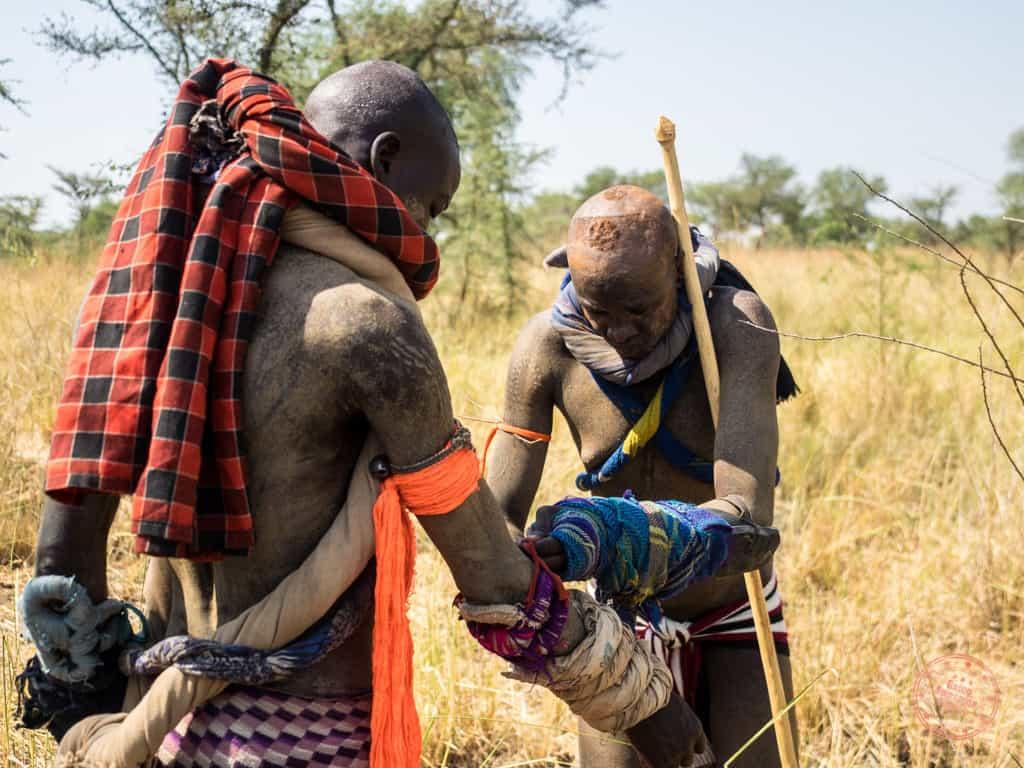 donga mursi tribe warriors preparing for battle