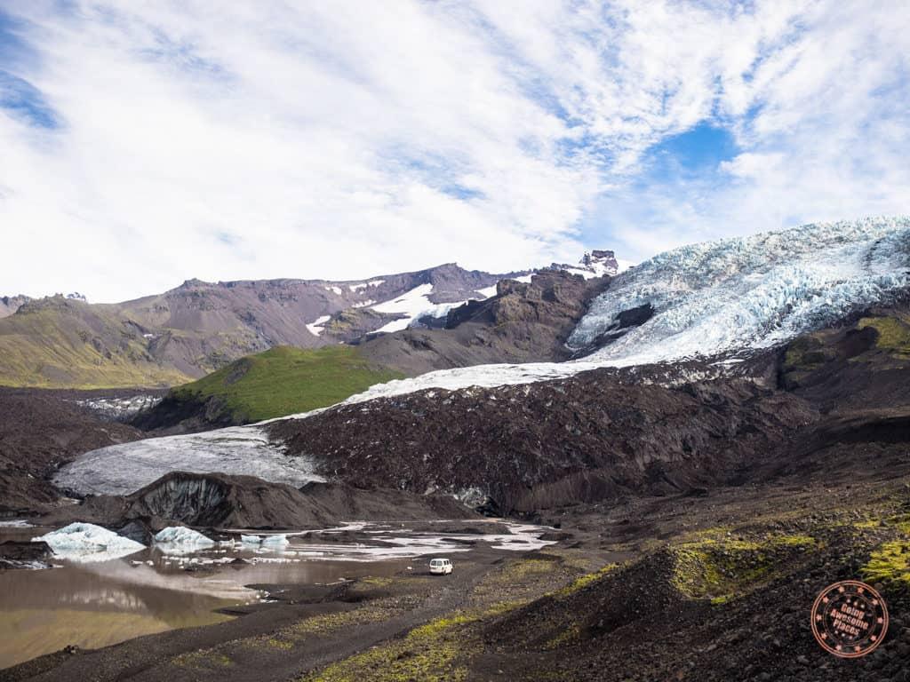 hiking to falljökull glacier