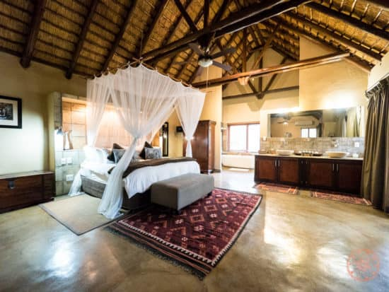 King sized bedroom of Manyeleti honeymoon suite side angle