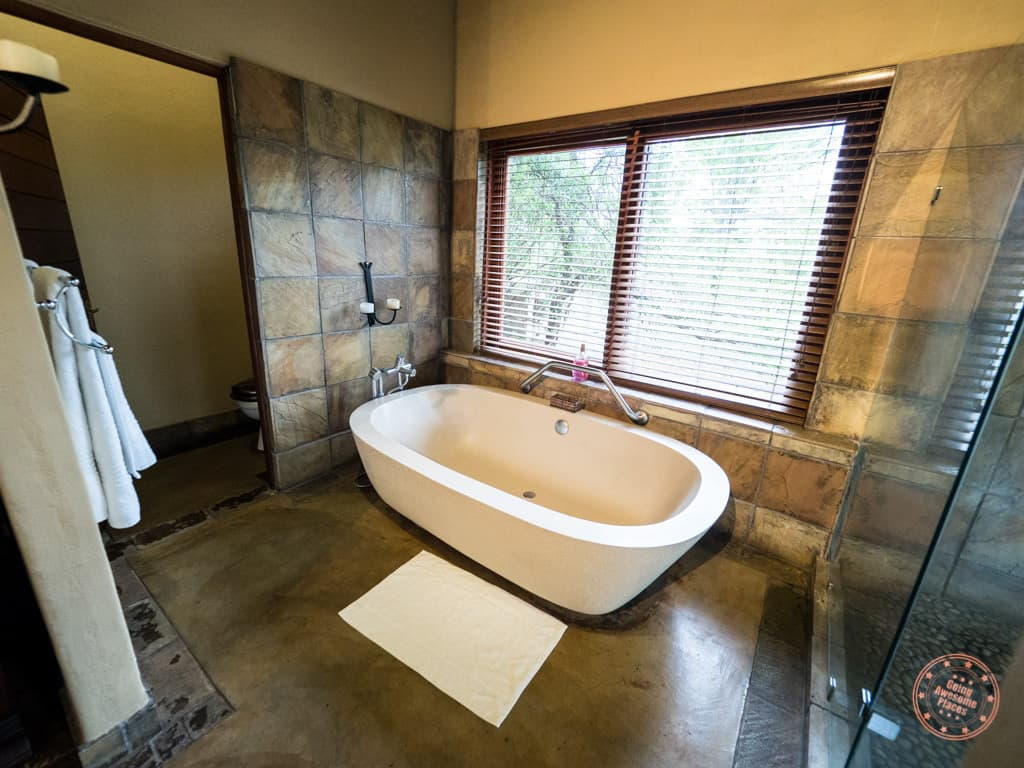 Toilet and bathtub of the bathroom in the Manyeleti Suite at Elephant Plains