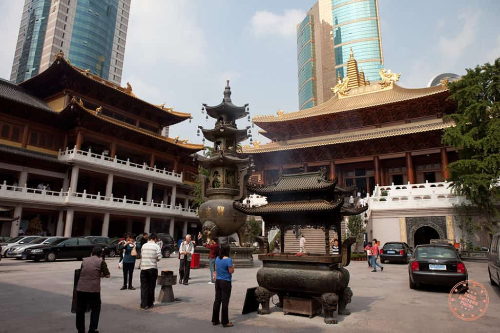 shanghai inside jingan temple