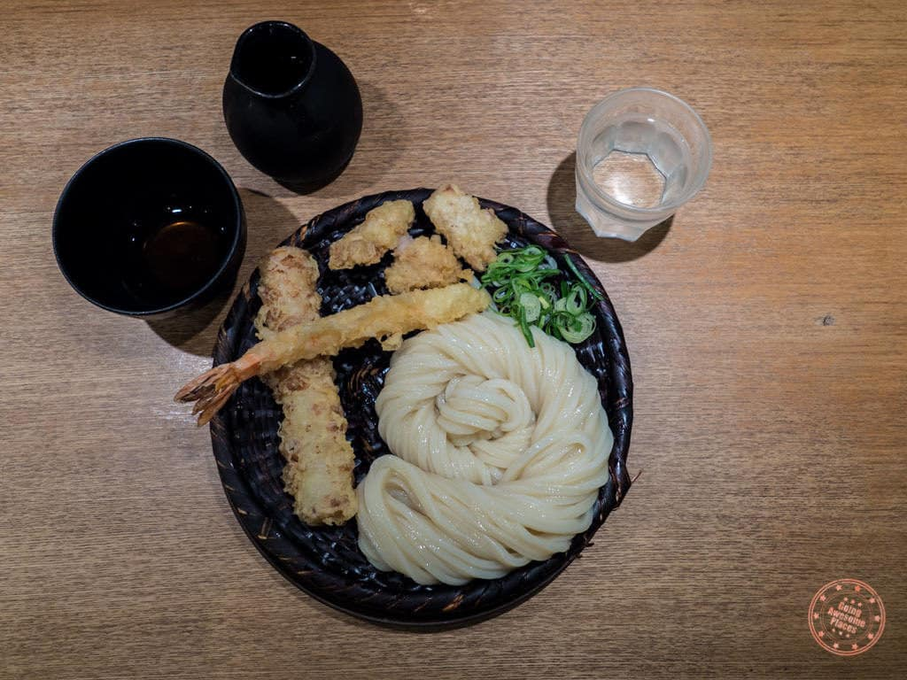 cold udon with tempura at shin udon in shinjuku