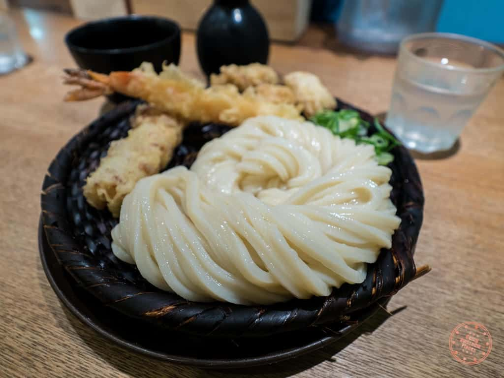 shin udon cold noodle with tempura close up