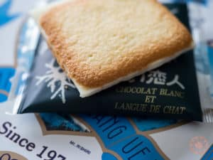 shiroi koibito chocolat blanc cookie snacks from hokkaido out of packaging closeup