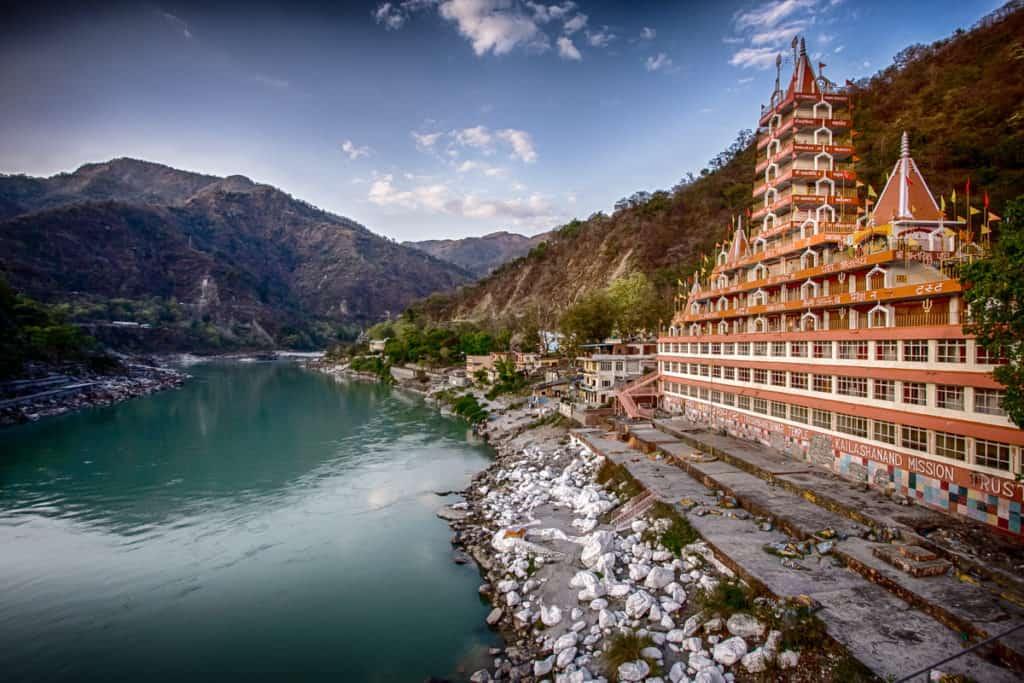 rishikesh lake and monestary