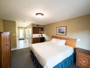 calabogie peaks resort suite bedroom interior