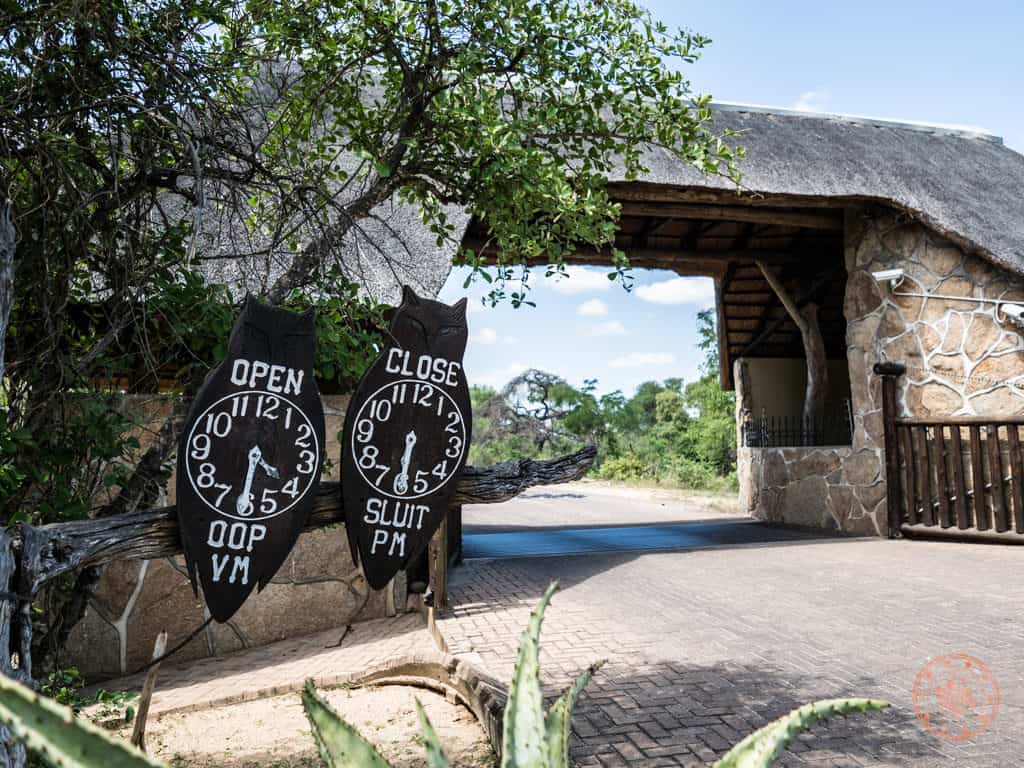 skukuza gate open and closing times
