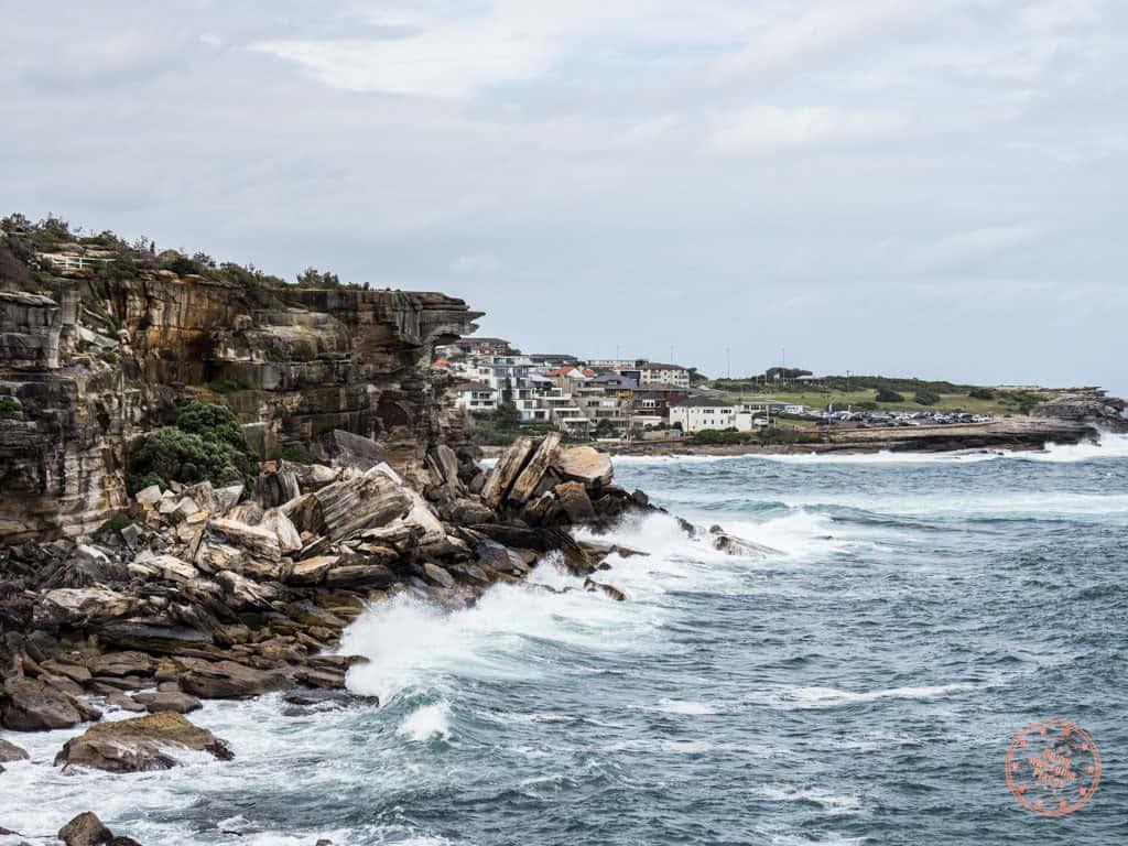 coogee cliffs along coastal walk