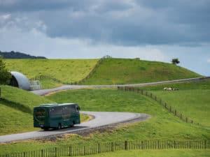 hobbiton film set tour bus