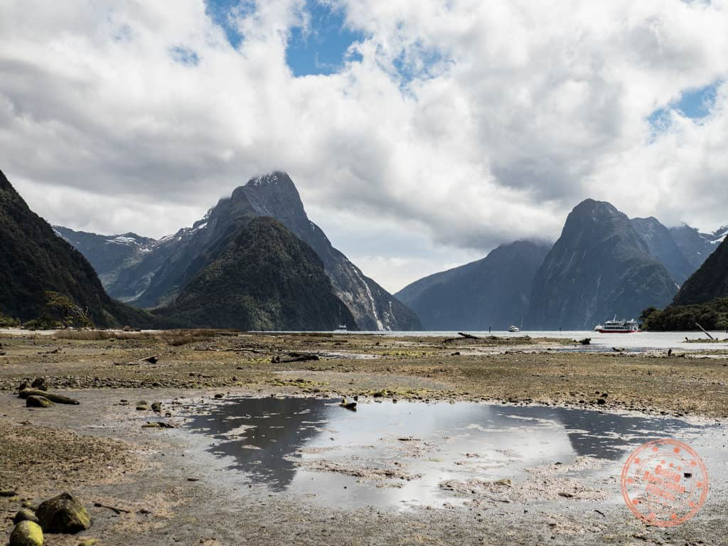 milford sound at low tide in 3 week itinerary of nz