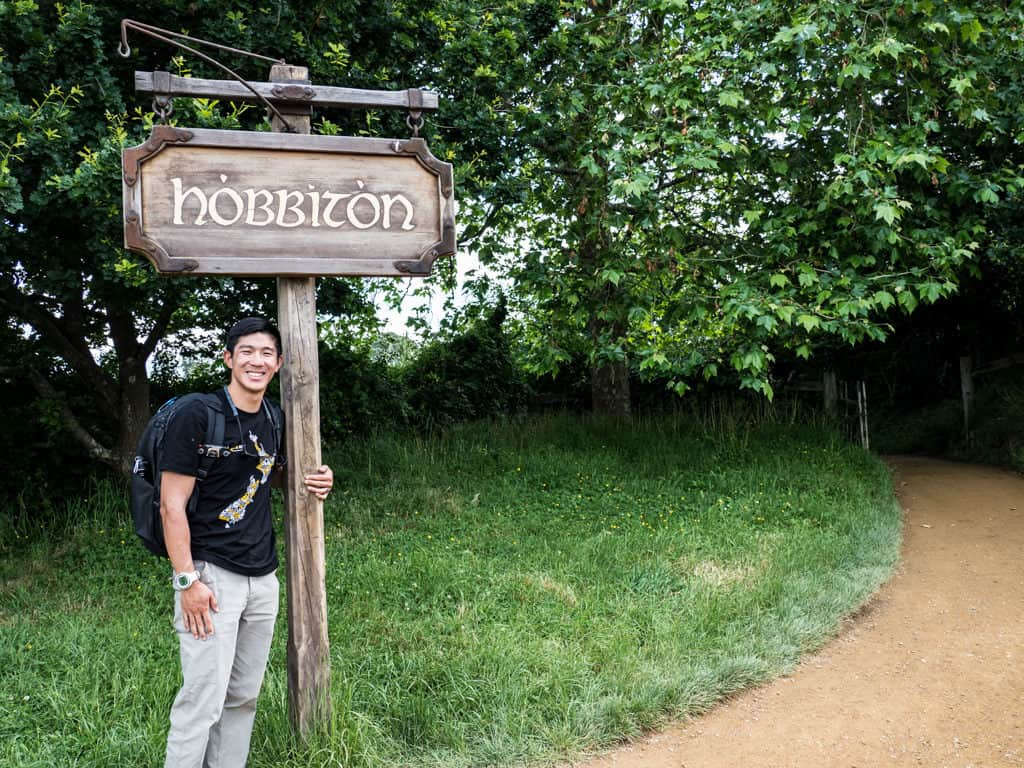 hobbiton sign before entering into the film set