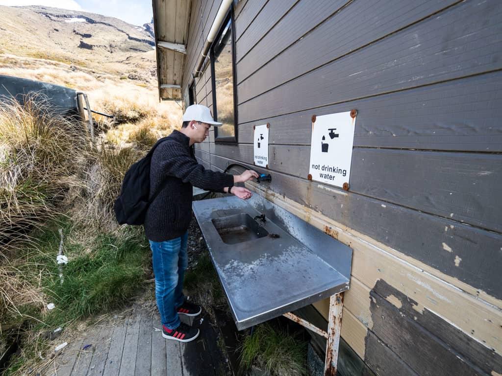 non drinkable water at ketetahi hut tongariro new zealand