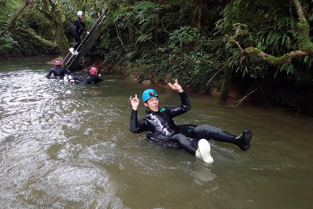 practice jump black water rafting waitomo