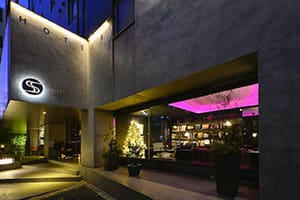 neighborhood guide - stay at the roppongi hotel s in tokyo