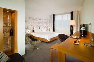 inside bedroom suite of swissotel bremen