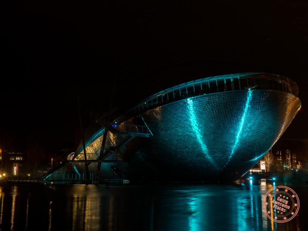 universum bremen at night photoshoot