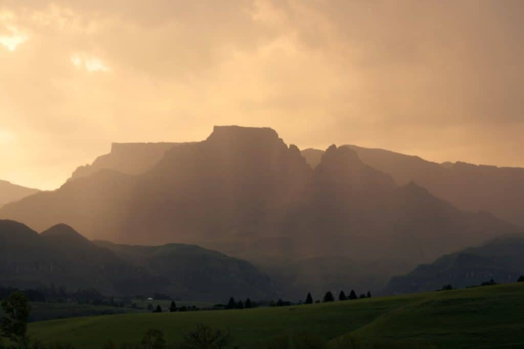drakensburg mountains in south africa