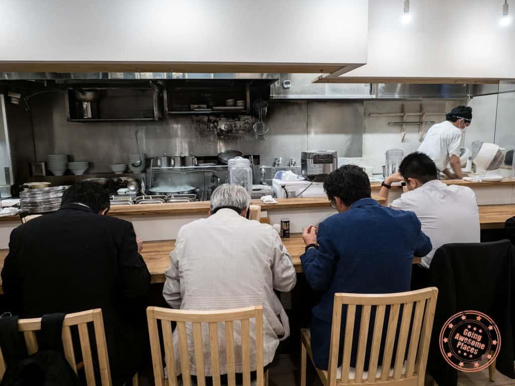 shichisai business men eating ramen