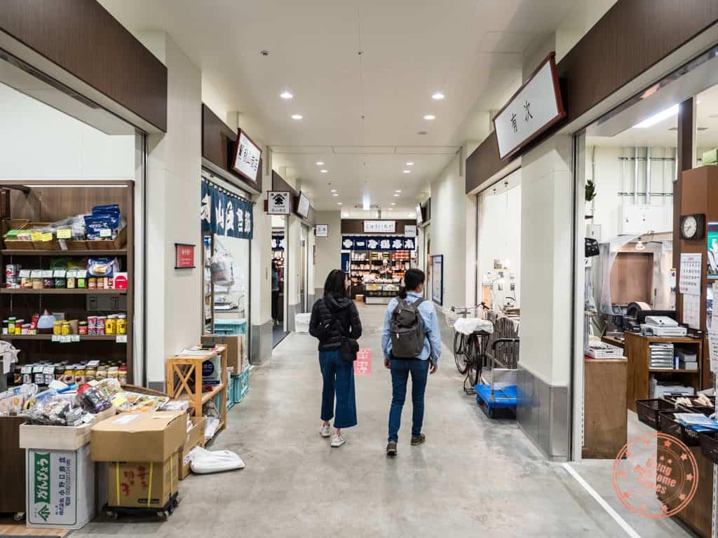 uogashi yokocho market shopping at toyosu