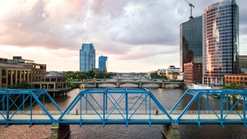 things to do in grand rapids 4 day itinerary featured