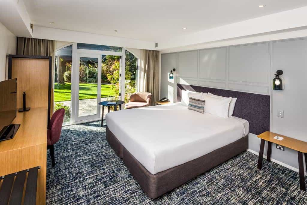doubletree christchurch bedroom