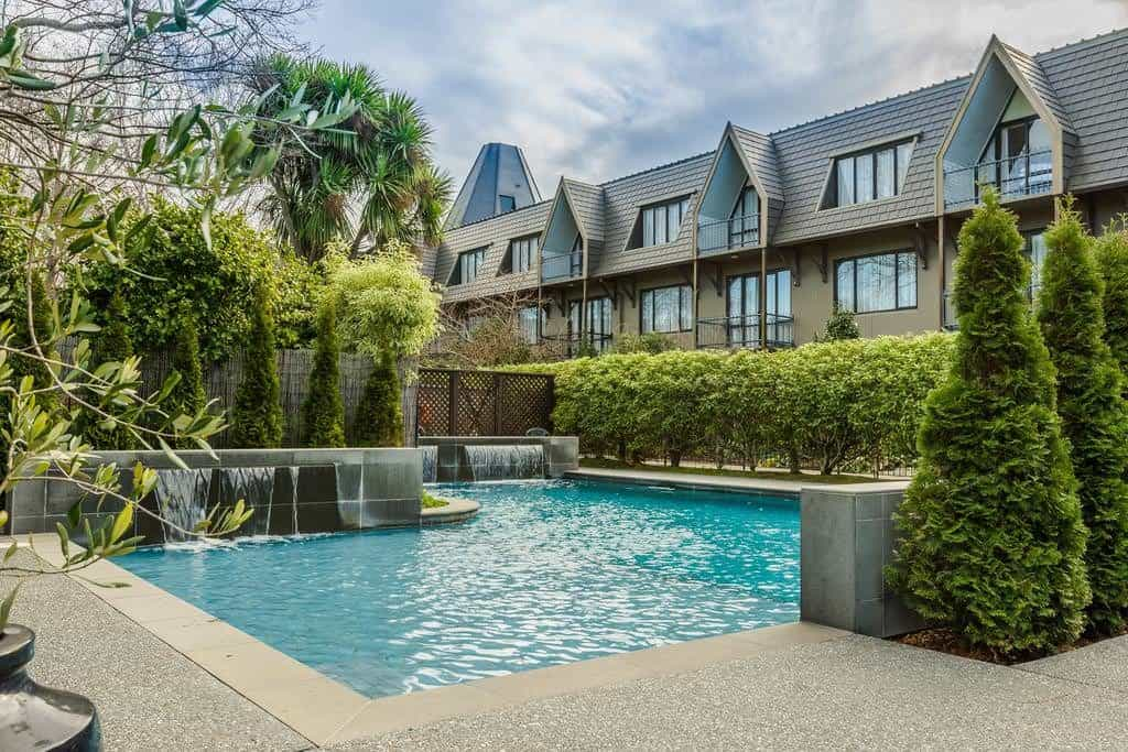 where to stay in new zealand doubletree christchurch pool
