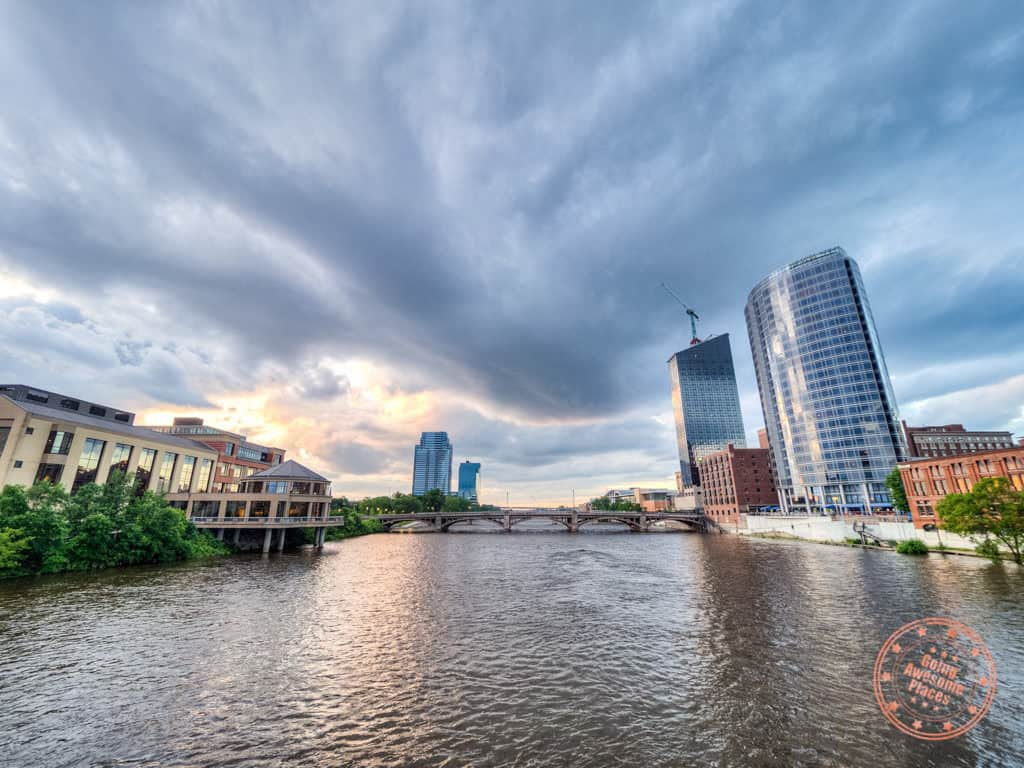things to do in grand rapids downtown sunset view from bridge itinerary