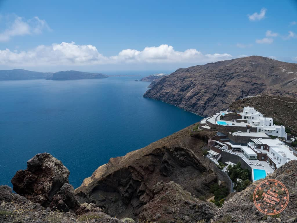 fira to oia hike view