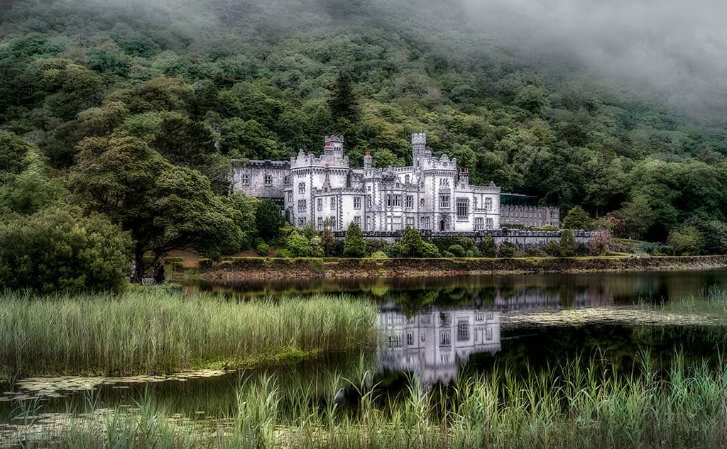 things to see in galway kylemore abbey