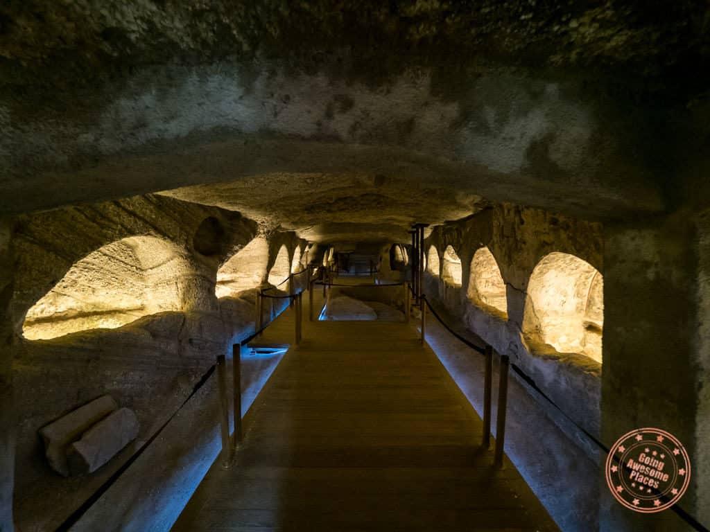 milos catacombs chamber