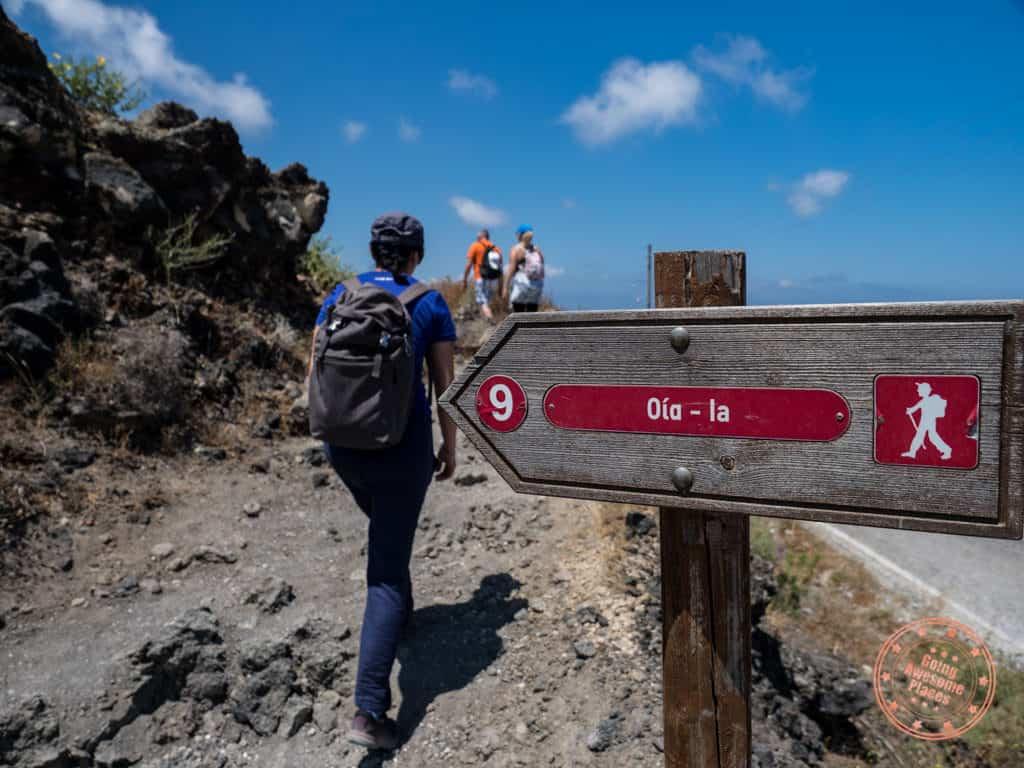 oia hike trail signage