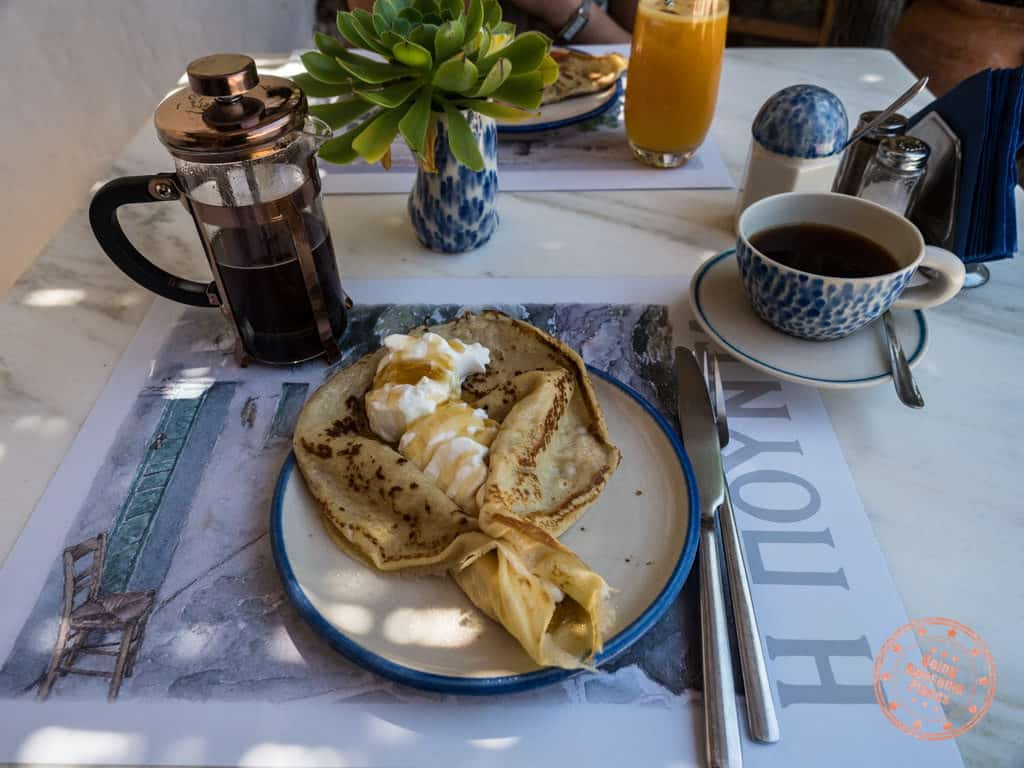 pounda breakfast folegandros greek yogurt crepe