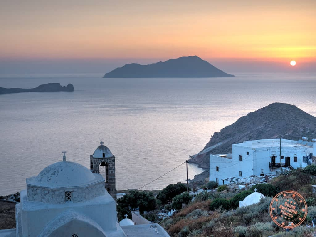 sunset view from kastro in plaka milos 3 day itinerary