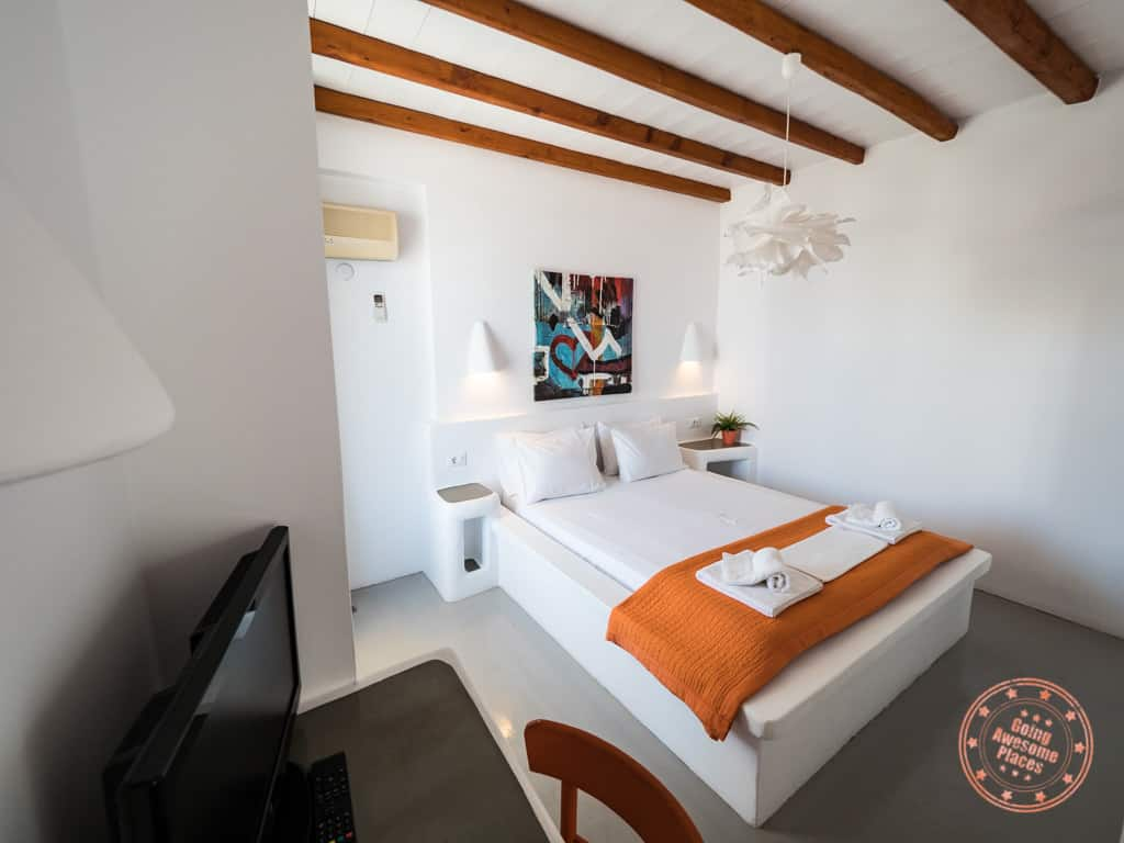 giannoulis hotel table and bed