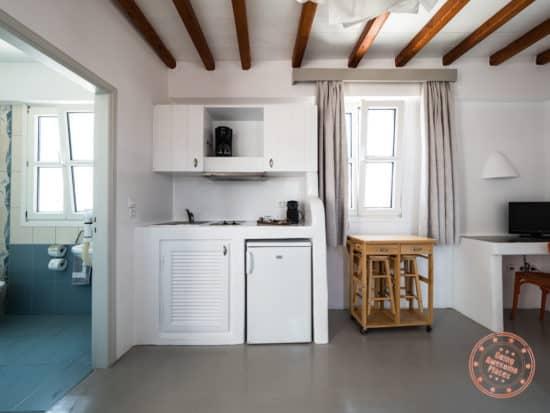 giannouls hotel mini kitchen