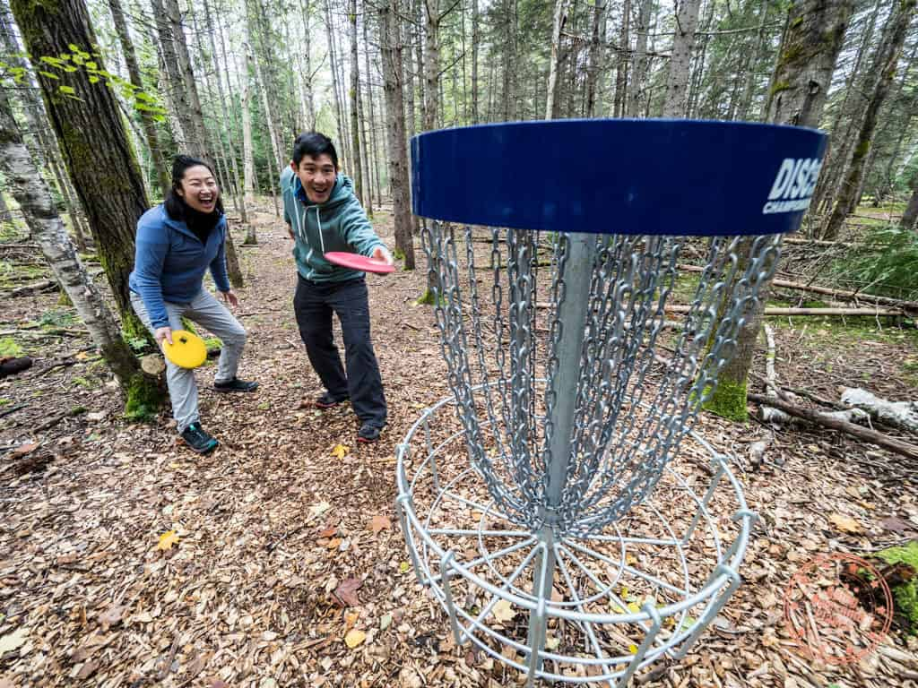 disc golf fun at mikisew provincial park in ontario