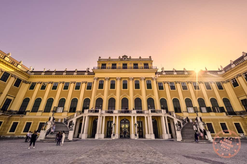 schonbrunn palace entrance vienna